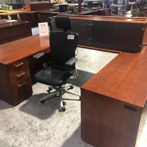 Executive U-Shaped Office Desk & Wall Hutch (Used)